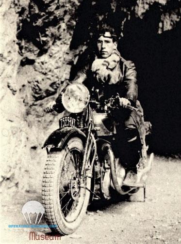 L'abbé COEURET sur sa moto, ravitaillement du Maquis. (sources résistance azuréenne)