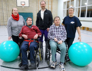 Frau Schumann, AWO, (li), die Teilnehmer und Rita Andresen, NFE/SV am 06.01.2014