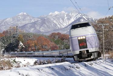雪景を行くスーパーあずさ (山梨、長坂)(全紙)