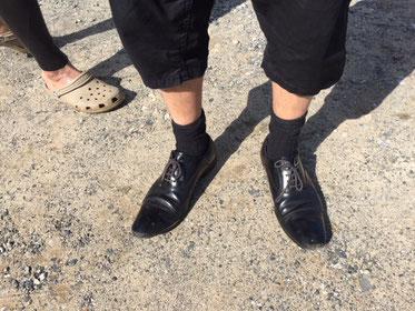 からの、靴だけは仕事用?(笑) シャキーンって尖ってます。