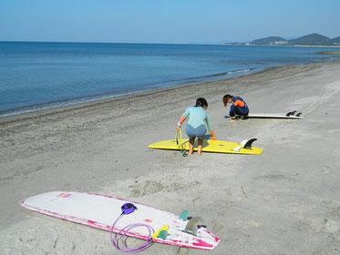 今日も日曜定例会。波は昨日よりは小さかったですが、海遊び楽しかったです!