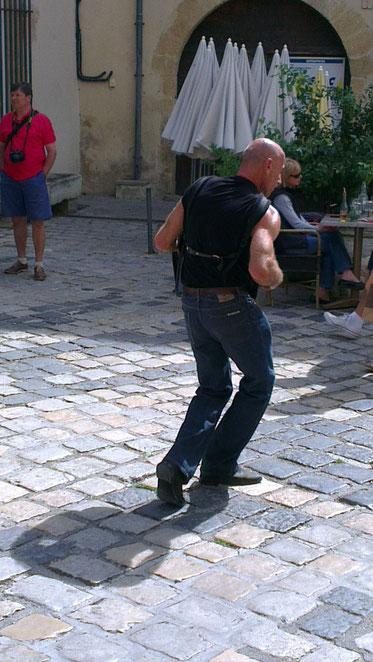 Bild: Straßenmusiker in Lourmarin