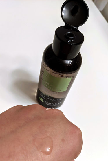 Texture acquosa idrolato eucalipto biofficina toscana su dorso mano seresweetlove
