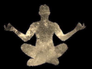 Meditierender Mensch in Sepia mit Weltall Muster