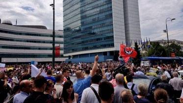 Antifascistiske grupper deltager i protesten