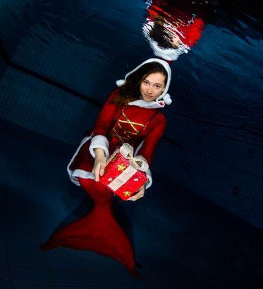 Unterwasser Weihnachts-Shooting Dielsdorf mit Bubble Swim