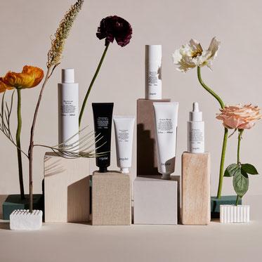 Entdecken und kaufen Sie die Markenvielfalt von PRETTY PRETTY, der Onlineshop, der sich ausschließlich auf Luxuskosmetik und Clean Beauty aus der ganzen Welt spezialisiert hat. Edward Besse | Compagnie de Provence | Marvis
