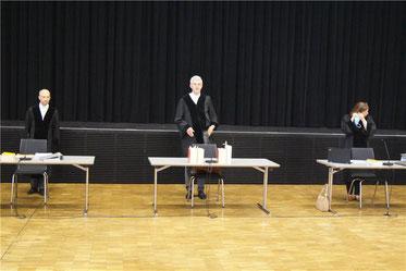 Die neunte Kammer des Verwaltungsgericht mit dem Präsidenten des Sigmaringer Verwaltungsgerichts, Professor Dr. Christian Heckel (Mitte)   © Daniel Seeburger