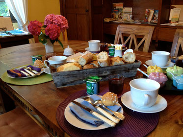 Homemade Breakfast with local products at the Domaine de Joreau - Bed & Breakfast