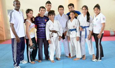 Karatecas juveniles de la provincia de Manabí, Ecuador.