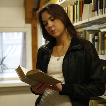 Nadine J. M. Knauer - Autorin und Bloggerin