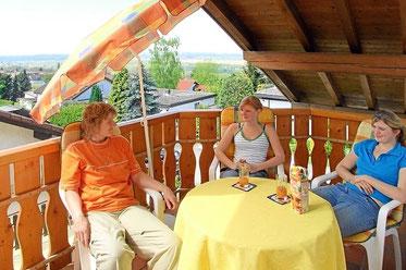Balkon mit Blick nach Frankreich