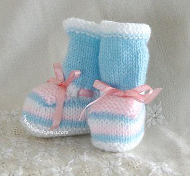 Cómo tejer zapatitos en varios colores de lana para bebes recién nacidos en dos agujas o palitos