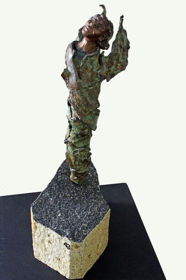 """""""Engel"""", Bronze und Naturstein, Höhe: 44 cm"""