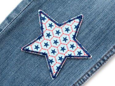 Bild: Stern Sternchen Applikation Bügelflicken Aufnäher hellblau mit kleinen dunkelblauen Sternen