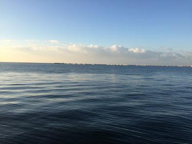 鳴尾浜の海