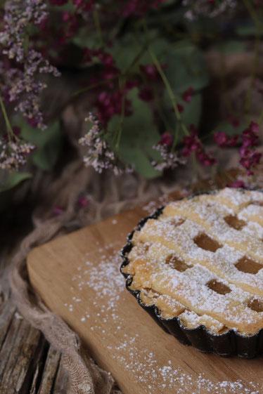 veganer Mürbteigkuchen mit Äpfeln