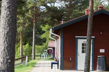 Servicegebäude mit WC, Duschen, Abwaschmöglichkeit und Waschmaschine