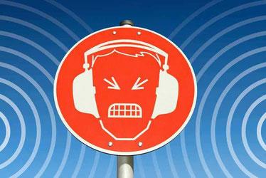 Lärm kann nervig sein - eine Dämmung gegen Trittschall muss her