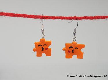 Ohrringe-Puzzleteil-mit-Küsschen-orange