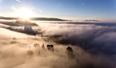 Nebelschwaden, Nebel, Sonne, Landschaft im Nebel, Blauer Himmel