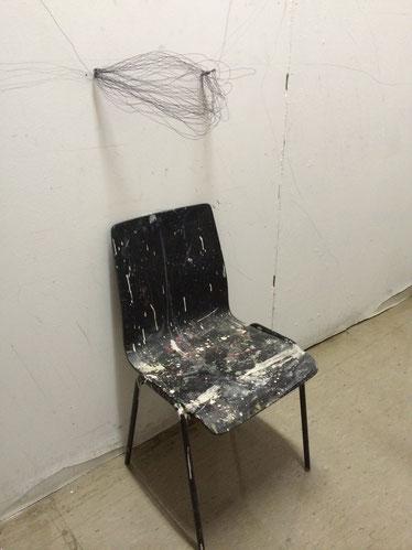 Stuhl, Kunst, Miniaturstuhl in der Kunst
