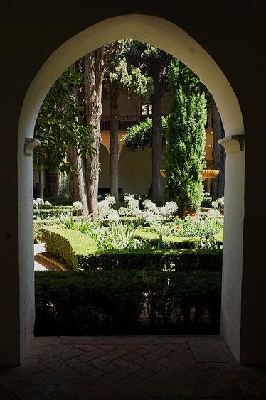 Photographie, Andalousie, Grenade, Alhambra, cité palatiale, palais nasrides, jardins, patio, couleurs, Islam, art, architecture, fenêtres, arc, porte, marbre, fontaine, voyage, Mathieu Guillochon