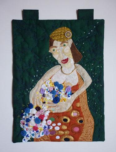 Applikationsquilt einer Frau mit Blumen für den Wettbewerb Inspiration auf der Messe: Nadel und Faden 2018