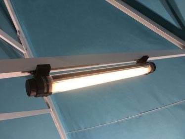 Led Licht im Sonnenschirm ohne Kabel