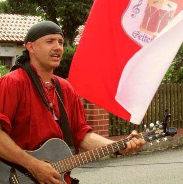 Spielmannshof Seitenroda Spielmann mit Gitarre