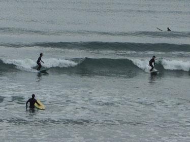 ツインズの二人は仲良く波もシェア♪ 成長してます!