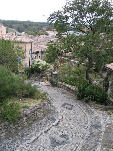 Bild: Weg zum Schloss in Grignan