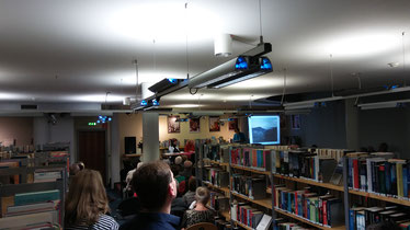Blick auf die Präsentationsbühne. Foto: O. Guntner