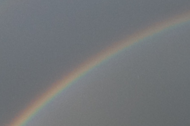 Regenbogen ist Symbol des Friedens, der Harmonie, Hoffnung und Ganzheitlichkeit. Regenbogen verheißt Sicherheit und neues Leben und ist Zeichen für die Verbindung zwischen Himmel und Erde.
