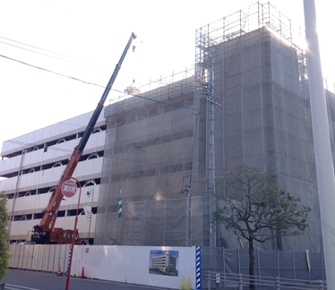 多治見駅北立体駐車場 10.25現在。今日は看板吊りです!