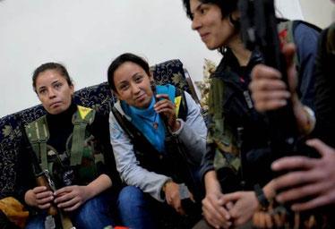 """Kurdisk kvindegruppe fra """"Folkets Forsvarskomité"""" i byen Aleppo der kæmper på oprørernes side"""