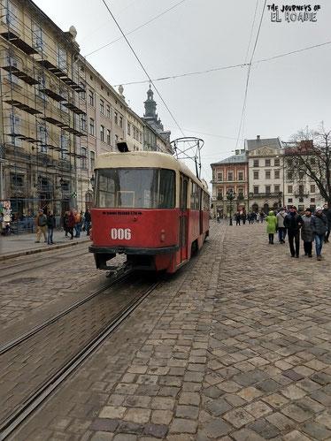 Bahn-Romantik in der Weltkulturerbe Altstadt von Lemberg