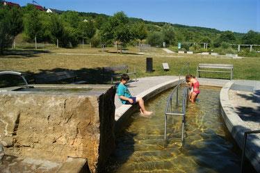 Das Kneipp-Becken im Gesundheitsgarten Retzbach