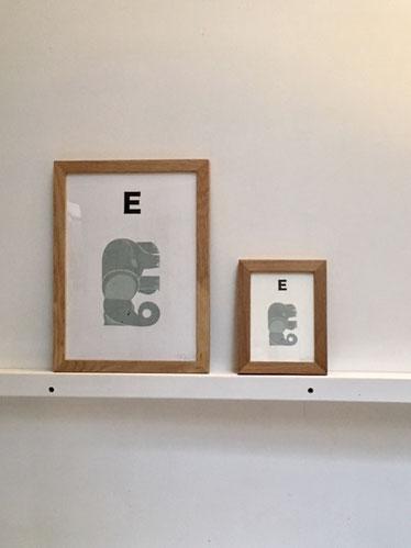 子供部屋や、玄関、リビングに・・・。 A4サイズポスター(左)と、ポストカード(右)(フレームはつきません)。