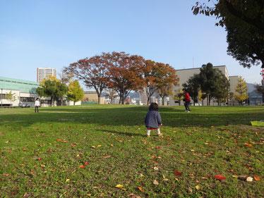 日曜日、図書館と勝山公園へ。