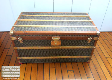 Old trunk goyard mail courrier