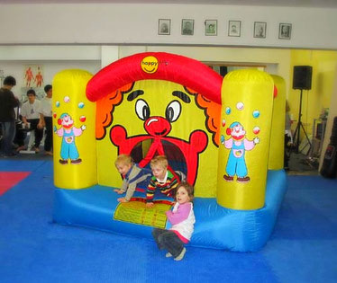 die Hüpfburg ist in der Jing Wu Schule Köln auf Kindergeburtstagen sehr beliebt