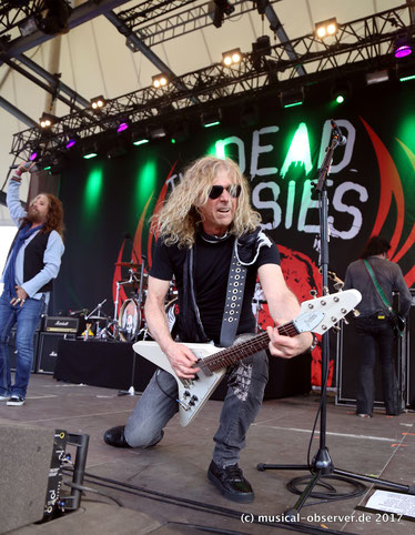 Abrocken: THE DEAD DAISIES.