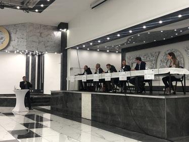 Björn Vasel (links) mit den Kandidaten Klemens Kowalski (Linke), Kai Köser (SPD), Claas Goldenstein (Grüne), Steven Hermeling (FDP), Oliver Grundmann (CDU) und Marie Thérèse Kaiser (AfD) - Foto: SJR