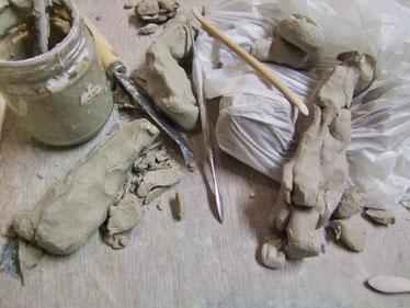 outils d atelier de modelage ceramique statues atelier simplement terre chloé bercovici