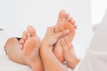 Fussreflexzonenmassage, Aktivierung der Selbstheilungskräfte über Reflexbahnen in Wechselbeziehung zu den Organen, Durchblutungsförderung, Schmerzen lindern
