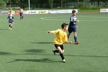 Gute Moral trotz Niederlage: TuS D1-Jugend in Altenessen. - Foto: s.v.g.