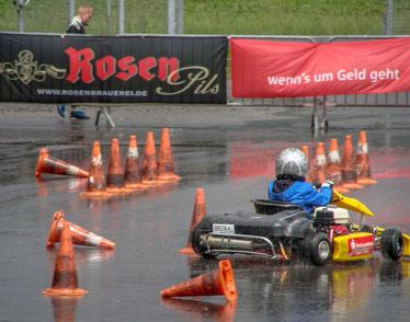 John Polomski stand nicht als Einziger am Ende im Regen da. Starke Niederschläge verzögernden den Wettkampf!