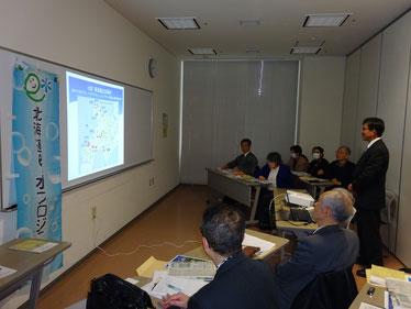 講義中の髙橋事務局長の写真