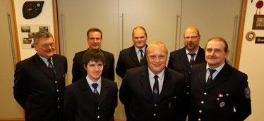 VL: Markus Labenz (Einheitsführer Lüdorf), Rene Hausmann, Guido Eul-Jordan (Chef der Berufsfeuerwehr Remscheid), Christian Hindrichs, Carsten Fackiner, Gerd Rödger und Willy Hausmann (Stellv. Einheitsführer Lüdorf)